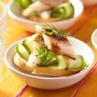 crostini met komkommer en paling